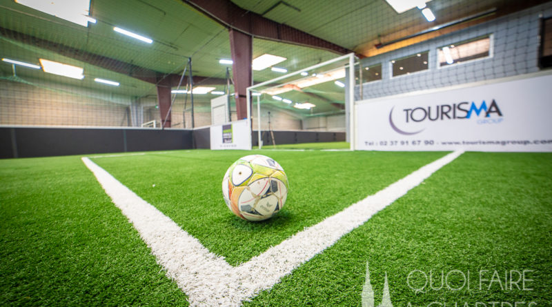 ballon sur terrain de football